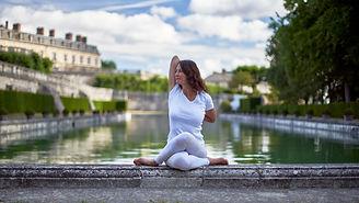 Karen Boudoux - Professeur de yoga -Parc St. Cloud, yoga entreprise, yoga enfant, cours de yoga