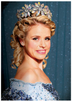 Courtney Dibben as Glinda