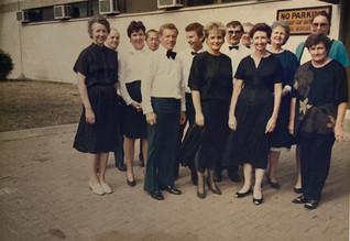 1987 Waltzes From Vienna_The orchestra.j