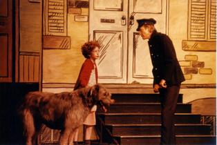 Greta Sherriff as Annie