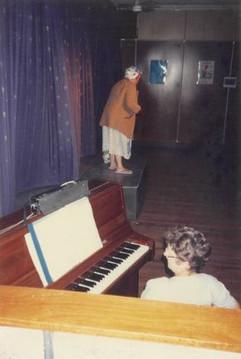 TR92 04 - Mrs Dag Poem - Donna Ahlers wi