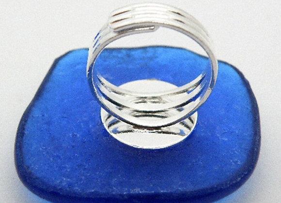 Detalhe da base do Anel em vidro Azul Cobalto da Coleção Morpho
