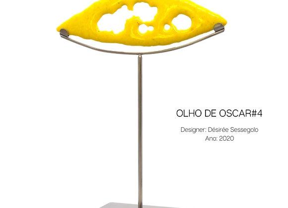 Olho de Oscar, escultura em vidro amarelo e aço de Désirée Sessegolo