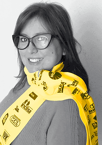 Désirée Sessegolo é designer, especialista em marketing e artista visual. Proprietária da Projeto Marketing e do Glass Studio.
