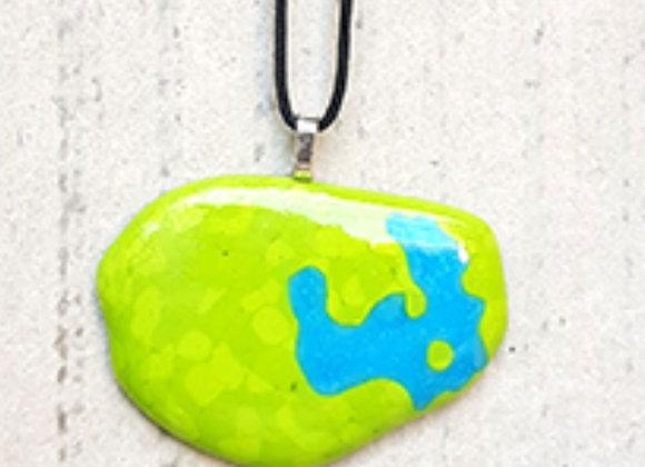 Colar exclusivo com pingente em vidro verde e turquesa