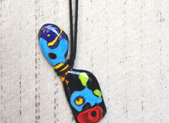 Colar com pingente em vidro artesanal da Coleção Miró