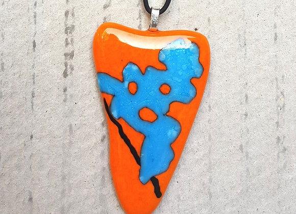 Colar em pingente em vidro artístico nas cores laranja e azul