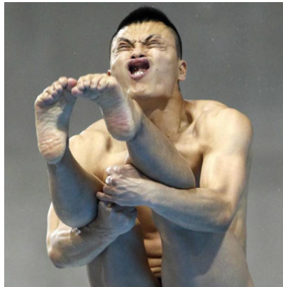 Hilarious Asian Olympic Diver pulling funny face