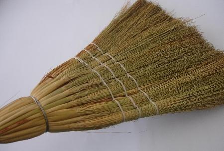 Vassoura de palha costura reforçada