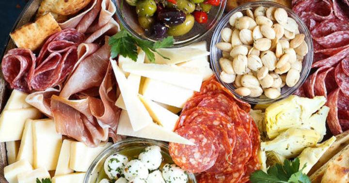 Antipasto-Appetizer-Cheese-BoardIMG_2772