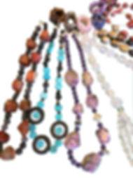 Création de beaux collier en pierre