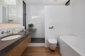 Fantail Room Private Bathroom   Newton Heights B&B