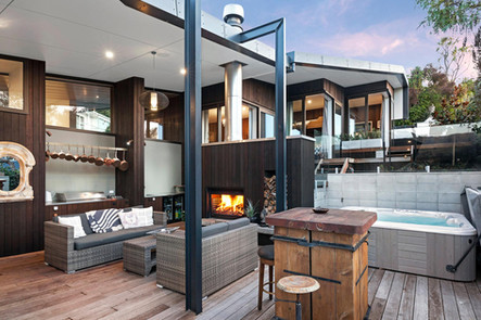 Shared Outdoor Terrace   Newton Heights B&B