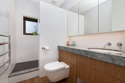 Tui Room Private Bathroom   Newton Heights B&B