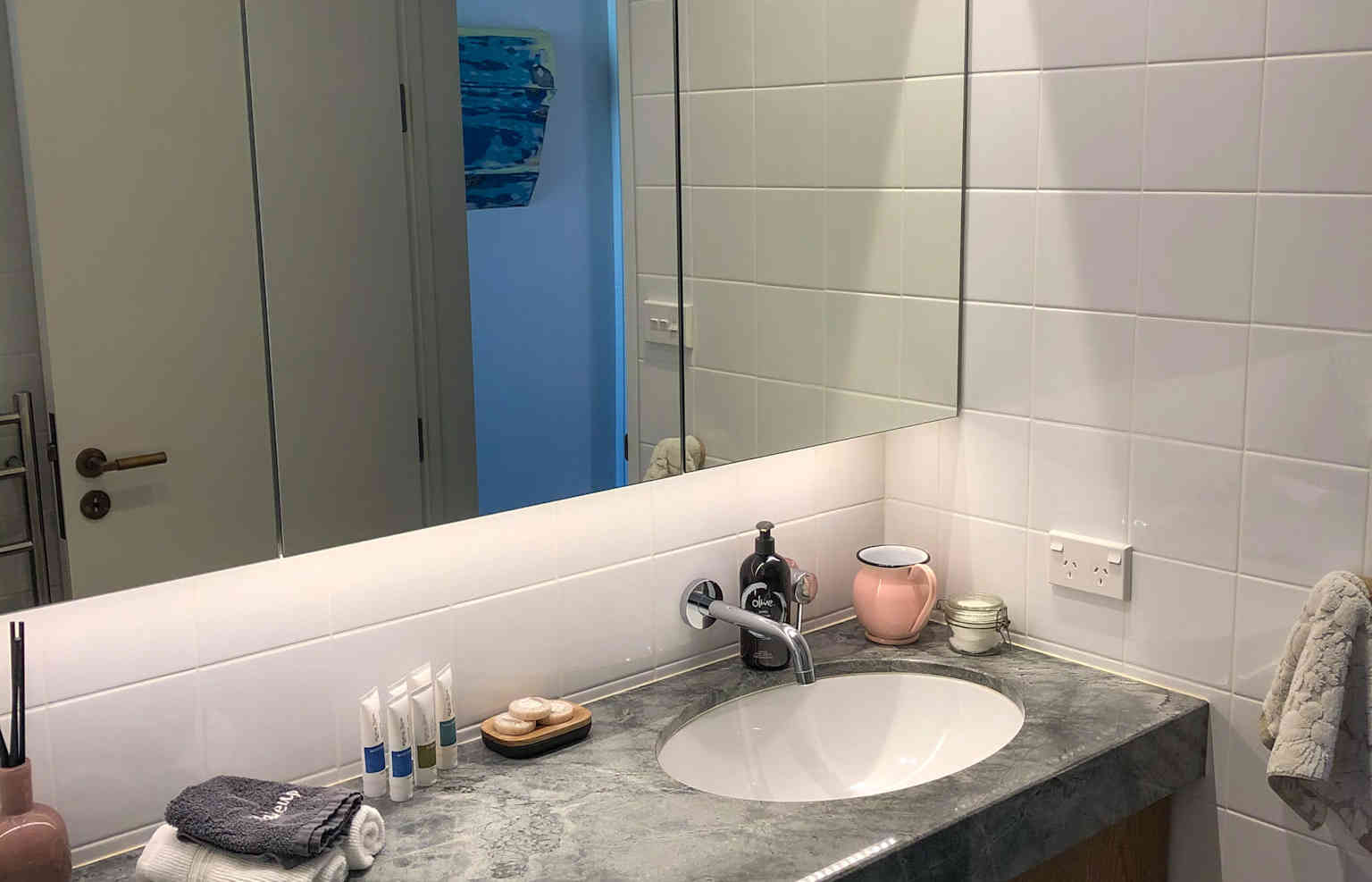 Tui Room Private Bathroom | Newton Heights B&B