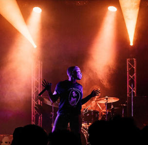 Jessy Wilson playing live-Nashville Tenn