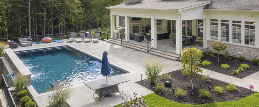 Outdoor living space of a colonial home in Indian Hill by the Robert Lucke Group––a Cincinnati custom home builder