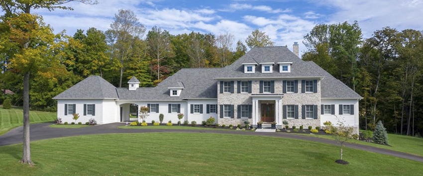 A colonial first floor master home built by Robert Lucke Group in Indian Hill, Ohio