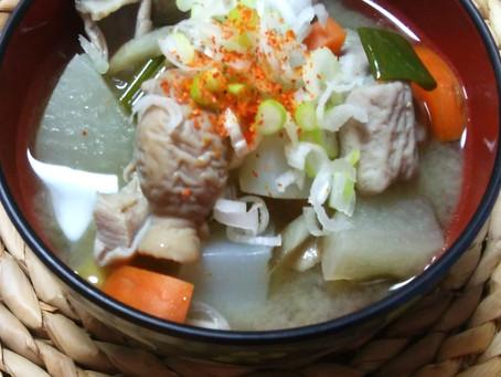 山形マルヤマ醤油味噌で豚もつ煮込み