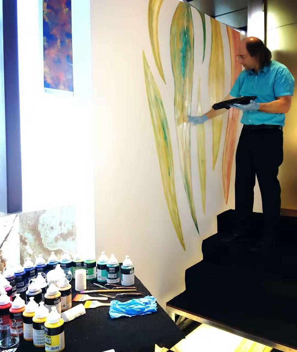 Liquitex Brand Ambassador Antonio Wehrli painting live at Armani Casa Chengdu