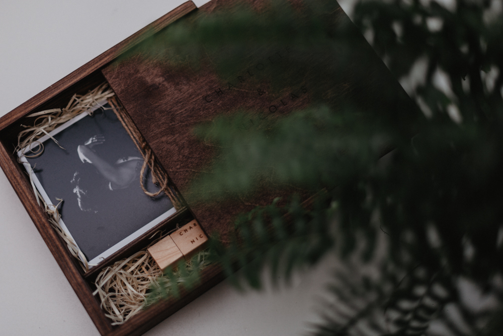 photographe mariage boheme Lille coffret photo personnalisé bois gravé