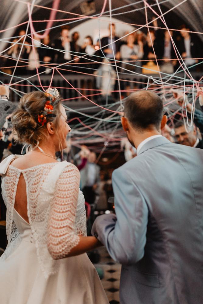 Mariage bohème cérémonie laïque rituel de la pelote de laine