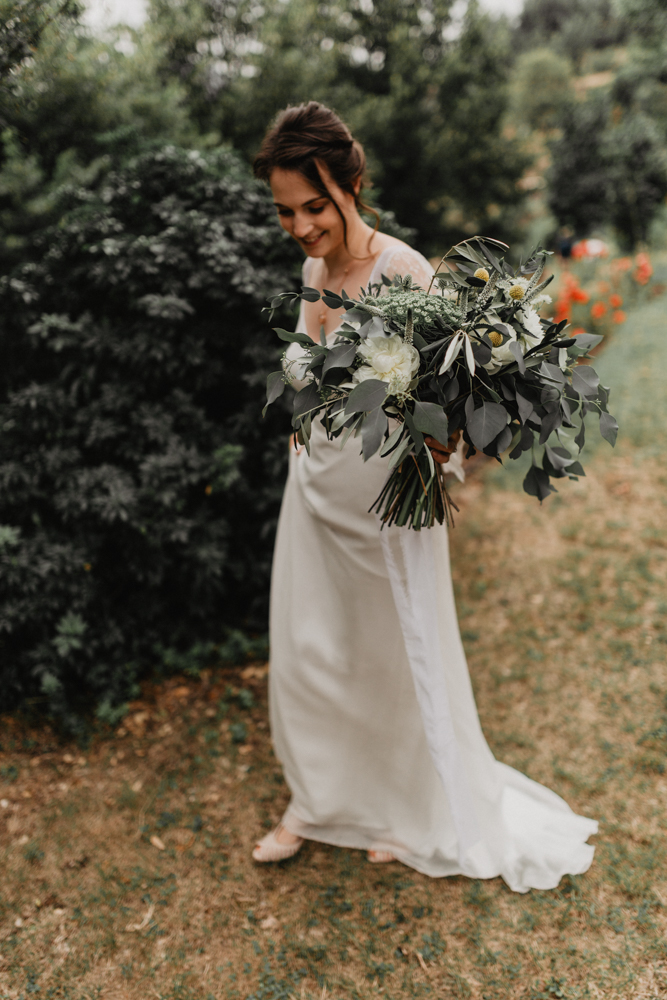 photographe mariage bohème Ardèche Rhône Alpes premier regard bouquet robe mariée