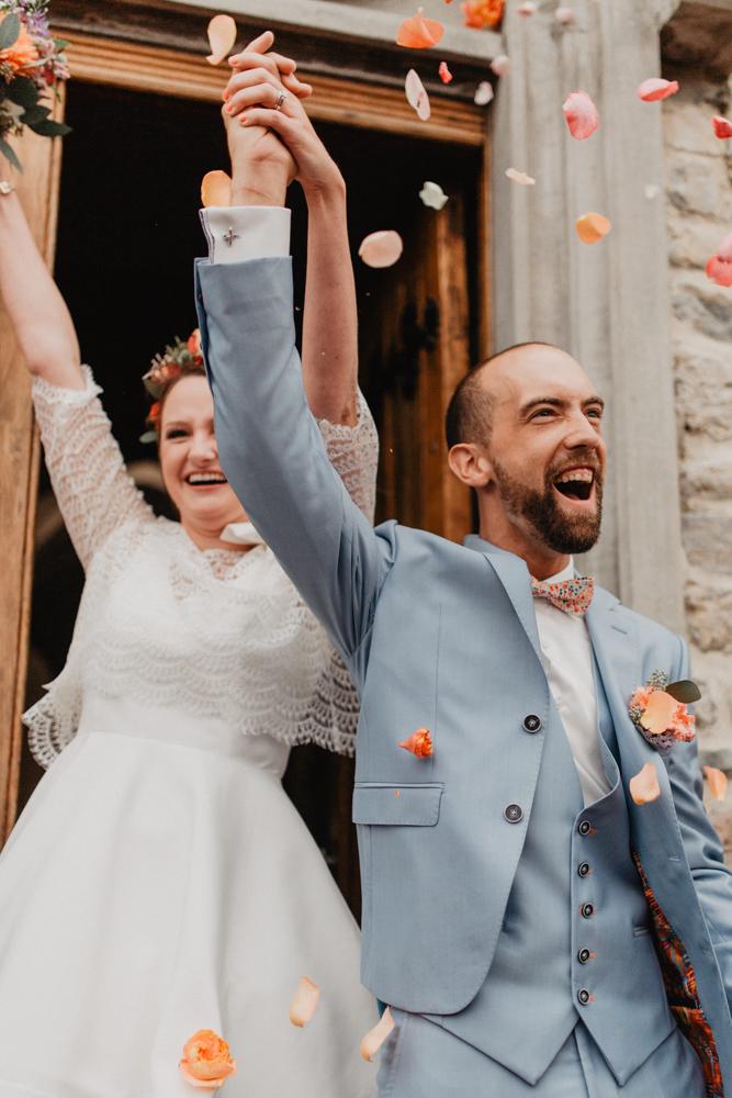 Mariage bohème Nord Hauts de France sortie cérémonie lancé pétales