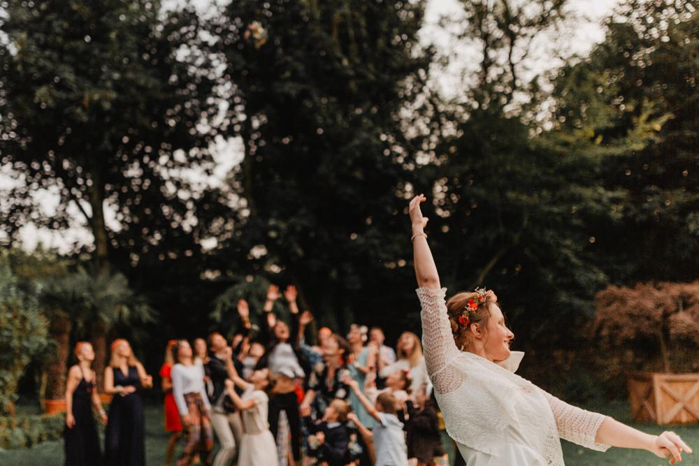 mariage bohème lancée de bouquet fleurs mariée