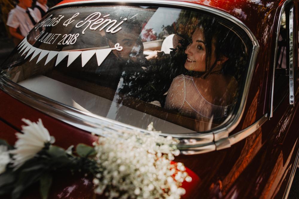 photographe mariage bohème Ardèche Rhône Alpes départ mariés