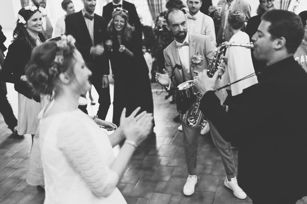 mariage bohème ambiance saxophone danse