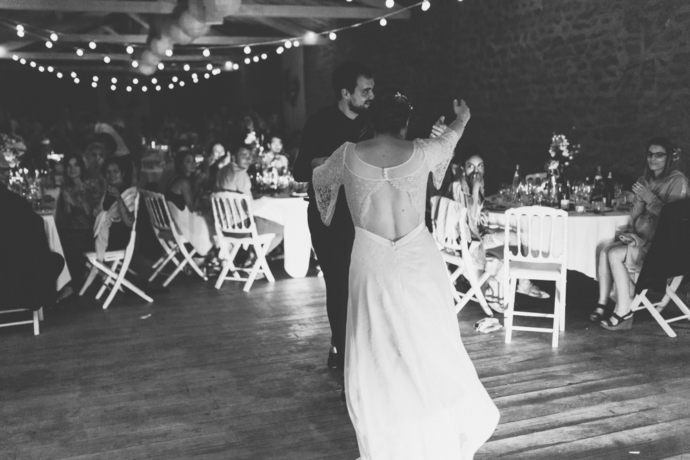 photographe mariage bohème Ardèche Rhône Alpes soirée première danse mariés