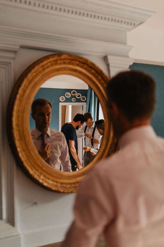 photographe mariage bohème Ardèche Rhône Alpes préparatifs marié