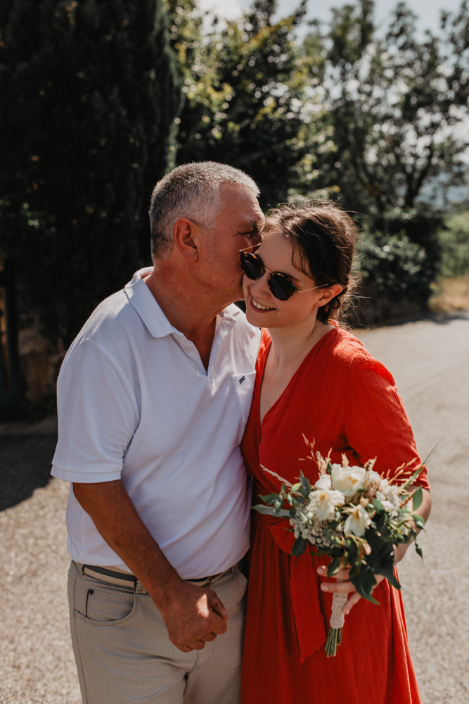 photographe mariage Ardèche Rhône Alpes mariée papa bouquet fleurs