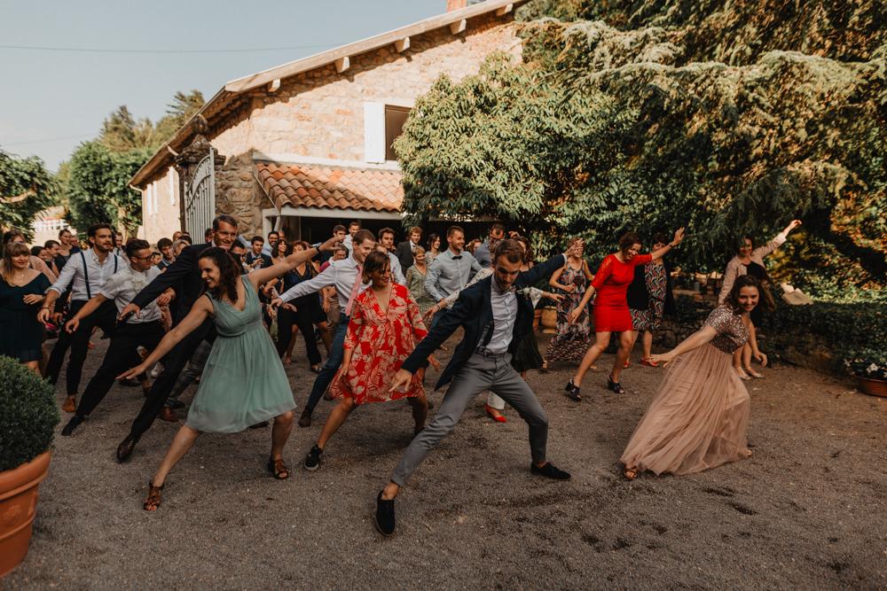 photographe mariage bohème Ardèche Rhône Alpes cocktail fun danse invités