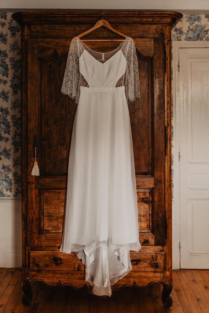 photographe mariage bohème Ardèche Rhône Alpes  préparatifs robe mariée