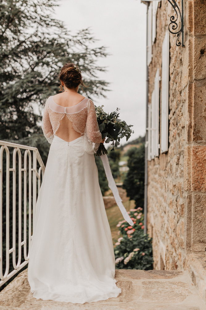 photographe mariage bohème Ardèche Rhône Alpes premier regard dos robe mariée