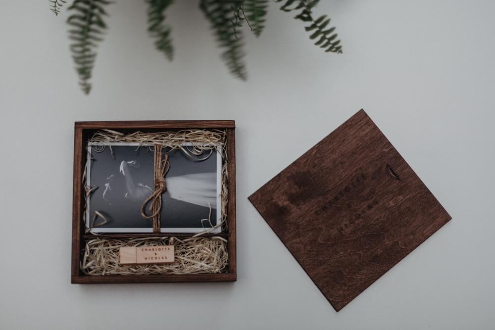 photographe mariage naturel Lille coffret photo personnalisé bois gravé