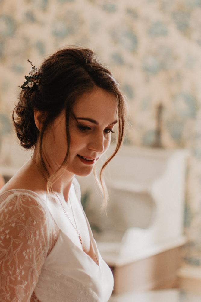 photographe mariage bohème Ardèche Rhône Alpes préparatifs portrait mariée
