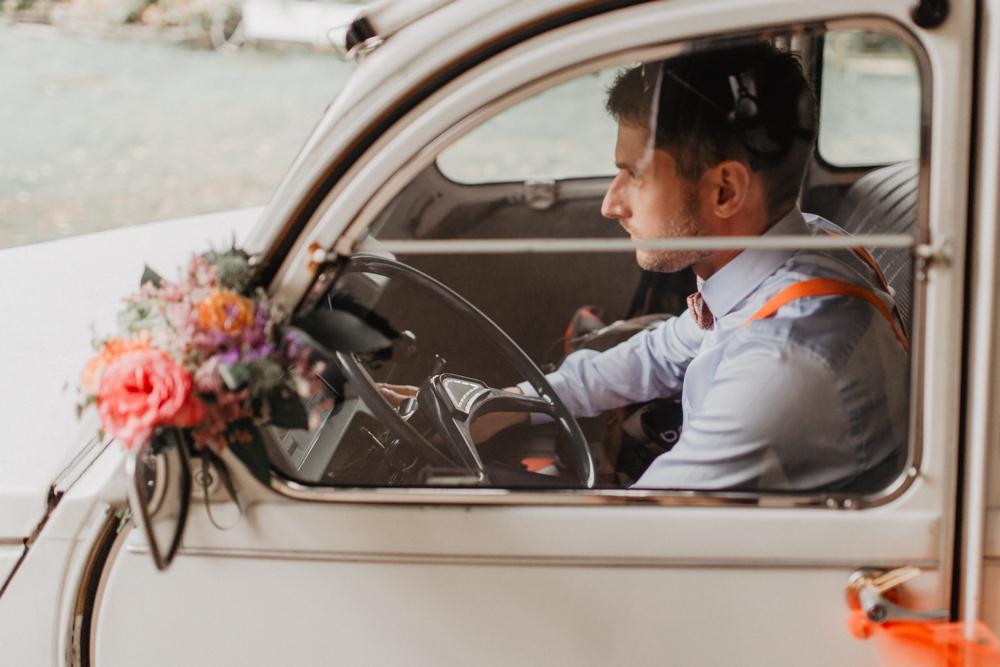 préparatifs mariage boho 2CV décoration fleurs