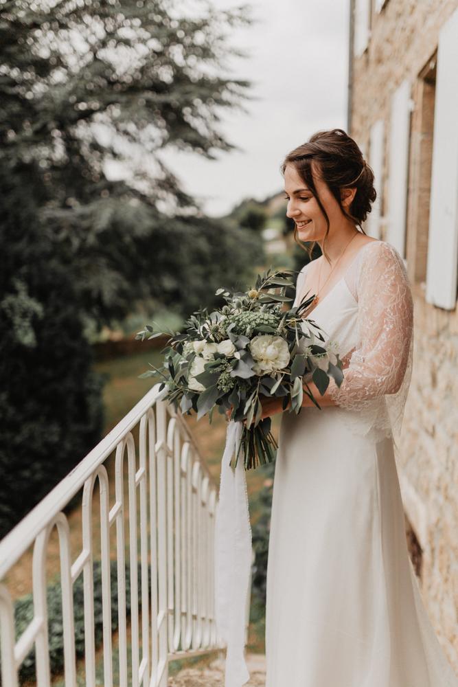 photographe mariage bohème Ardèche Rhône Alpes premier regard bouquet mariée