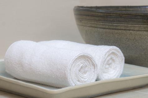 Walcowane ręczniki hotelowe