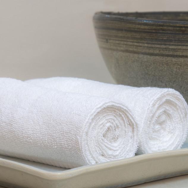 Rullade hotell handdukar