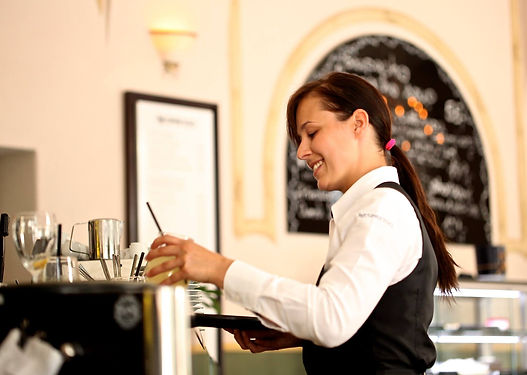 waitress-2376728_1920.jpg