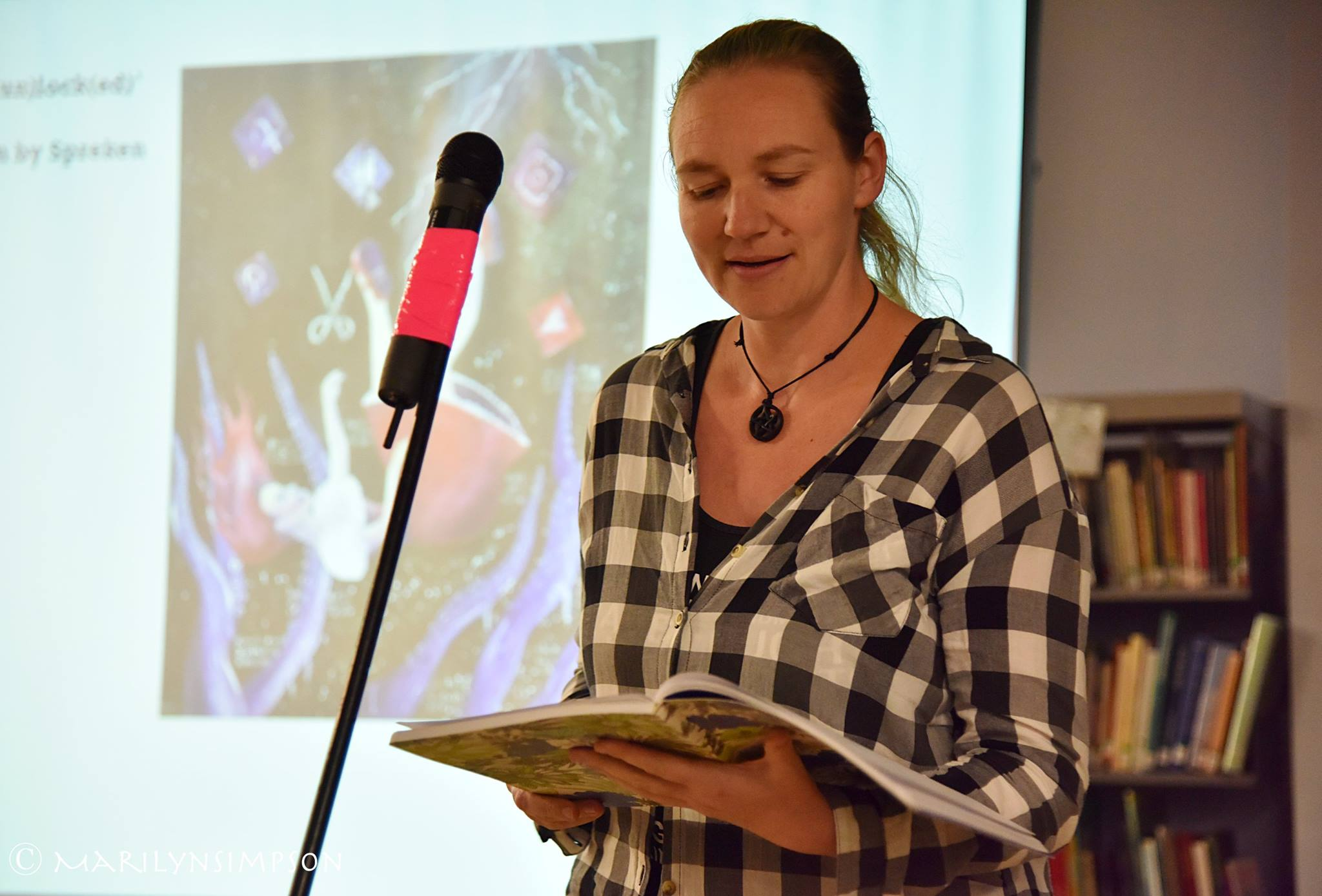 Spreken reading at the launch