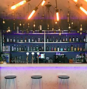 Fully serviced bar
