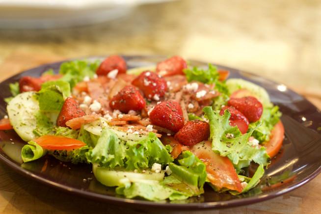 ¡Sin tiempo para cocinar! ¿Qué tal una ensalada veraniega?
