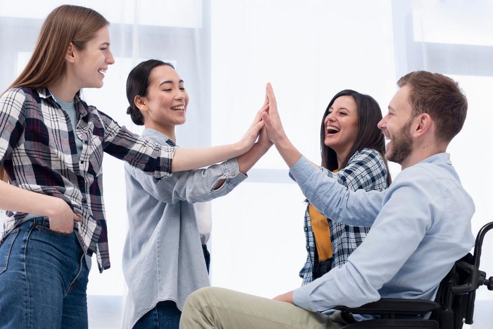 As equipes de marketing e vendas têm responsabilidades distintas, porém, se trabalharem em conjunto podem trazer resultados ainda melhores para uma empresa.