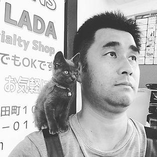 子猫とおじさん #何みてんの? #猫 #おじさん #肩のり猫 #鹿児島 #薩摩川