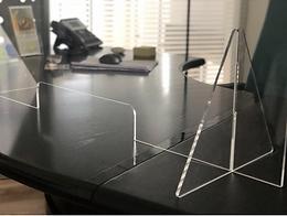 Barriera in plexiglass